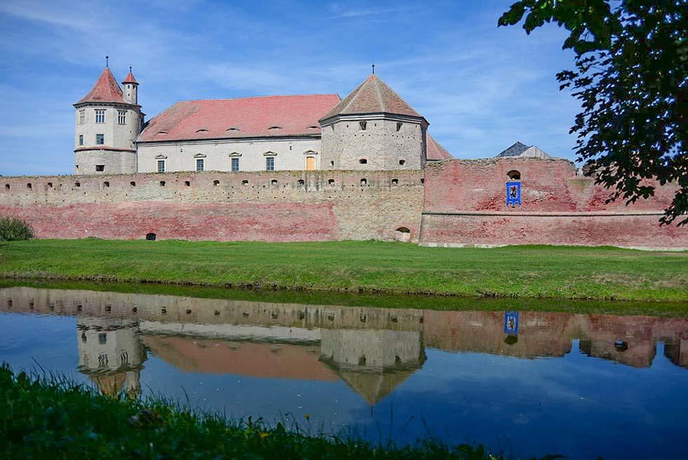 20 Unique Romanian Castles to Ignite Your Imagination
