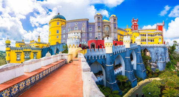 7 Castles & Palaces From Around The World That Are Too Pretty To Be Real